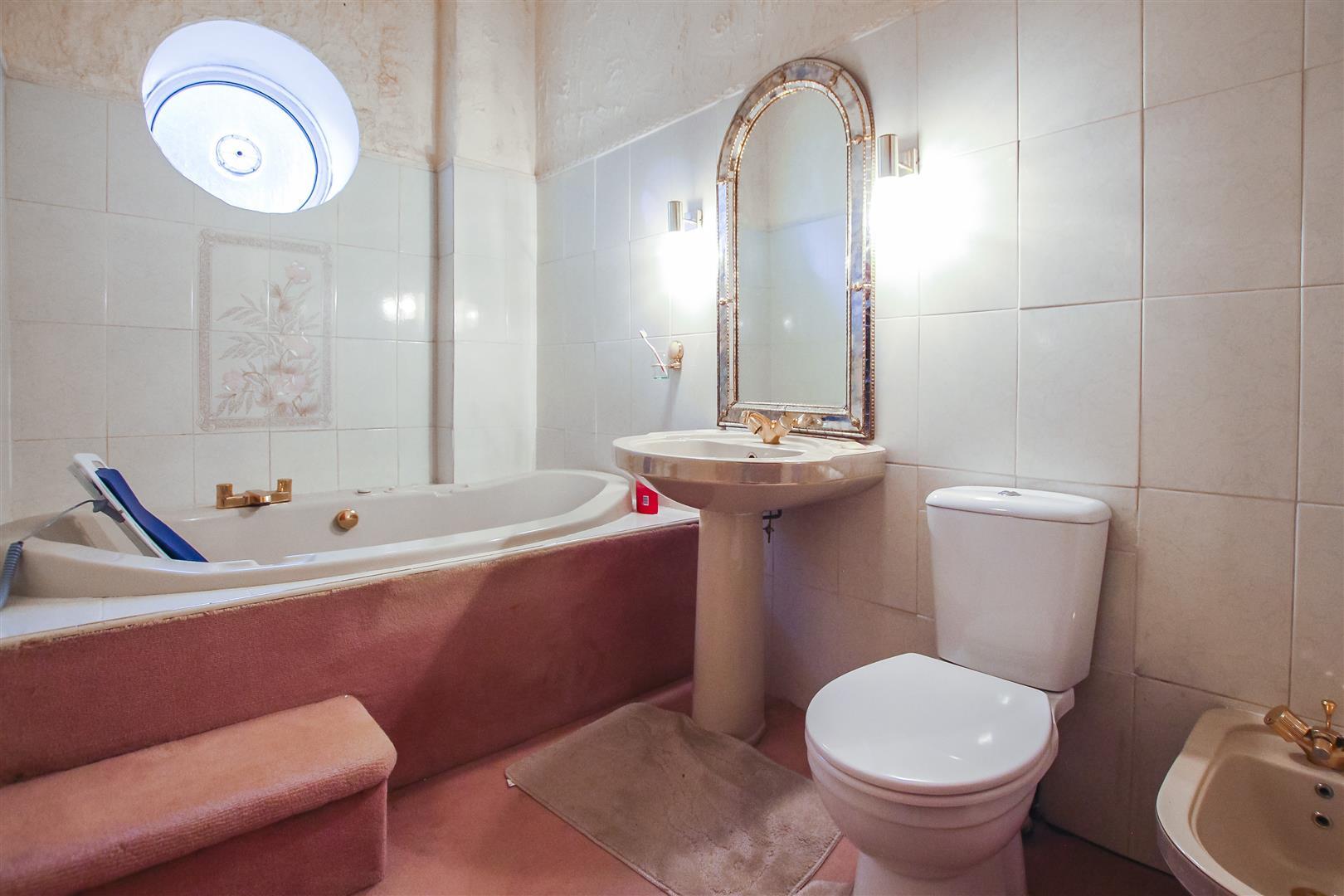4 Bedroom House For Sale - Bathroom